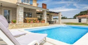 Manteca Swimming Pool in backyard